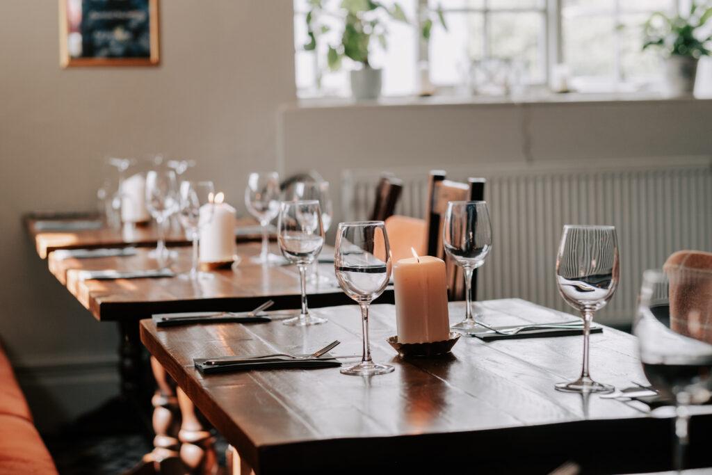 WEB - Restaurant tables sunshine DSCF9938
